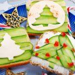 Gesunde durch die Weichnachtszeit gesundes Essen an Weihnachten Sandwich mit Tannenbaum Gurken